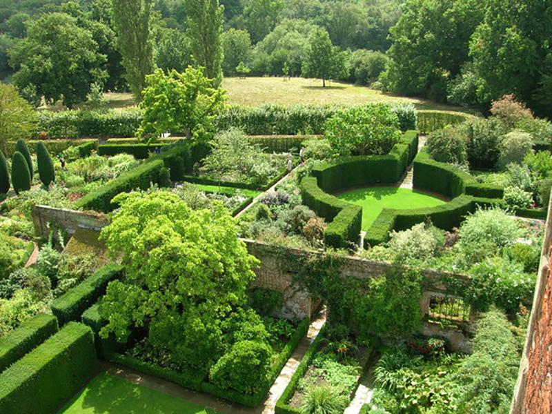 sissinghurst castle garden. Black Bedroom Furniture Sets. Home Design Ideas