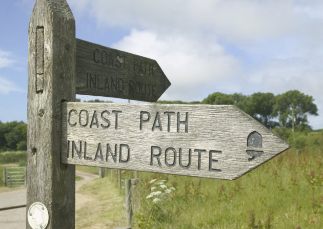 A wooden sign for the coast path in Dorset. ©VisitBritain / Martin Brent