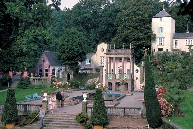 Village centre, Portmeirion ©VisitBritain/Britain on View