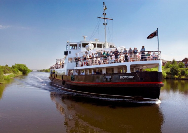 Cruise along the Manchester Ship Canal