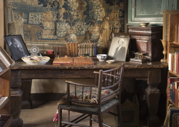 Vita Sackville-West\'s Writing Room - Discover Britain