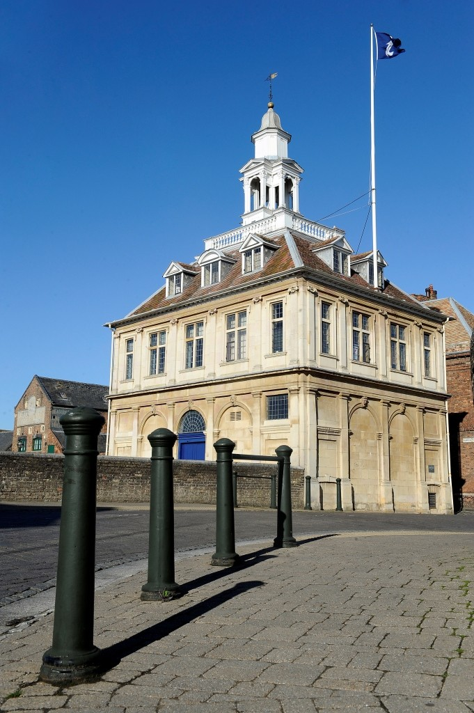 "Custom House, designed by the architect Henry Bell and built in 1683, was described by Nikolaus Pevsner as ""one of the most perfect buildings ever constructed"""
