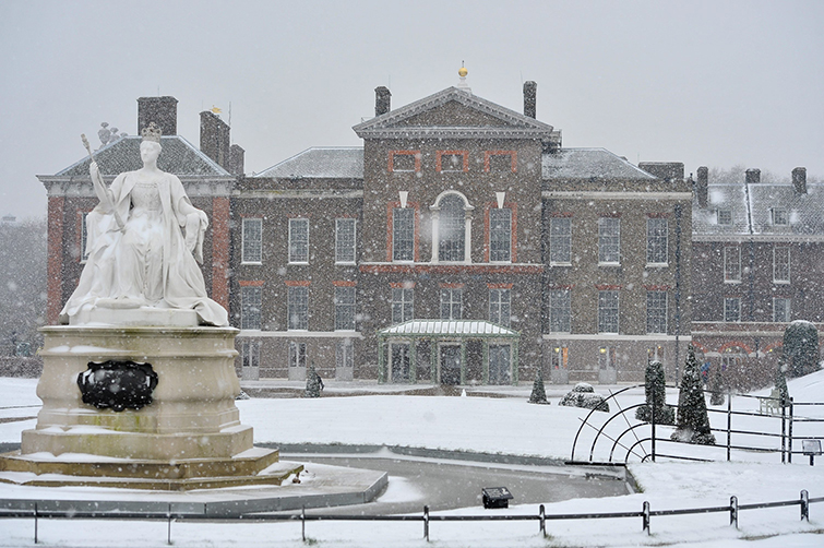 Kesington Palace, London covered in snow. 18 Jan 2013.