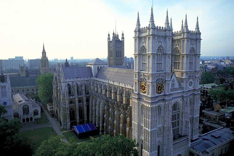 Elizabeth I: her life in buildings - Discover Britain