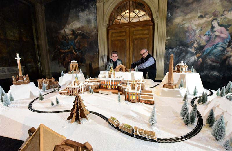 Full gingerbread model Castle Howard
